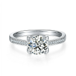 4 claw round shaped moissanite solitaire ring