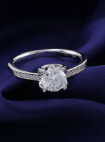 4 claw round shaped moissanite solitaire ring (9)