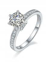 A simple and dainty round solitaire festuring six prongs (2)
