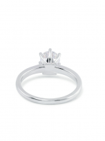 A simple and dainty round solitaire festuring six prongs (3)
