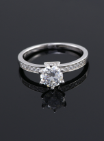 A simple and dainty round solitaire festuring six prongs (6)