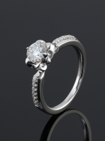 Classic 4 claw moissanite solitaire ring (4)
