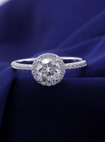 Elegant engagement ring featuring a tight halo (11)