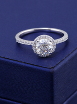 Elegant engagement ring featuring a tight halo (8)