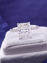 Emerald Moissanite engagement Ring with 5ct (10)