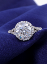 Halo engagement ring with a split shank (5)