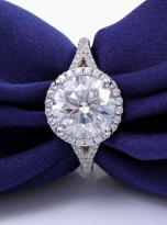 Halo engagement ring with a split shank (7)