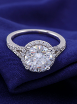 Halo engagement ring with a split shank (8)