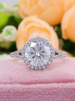 Halo engagement ring with a split shank (9)