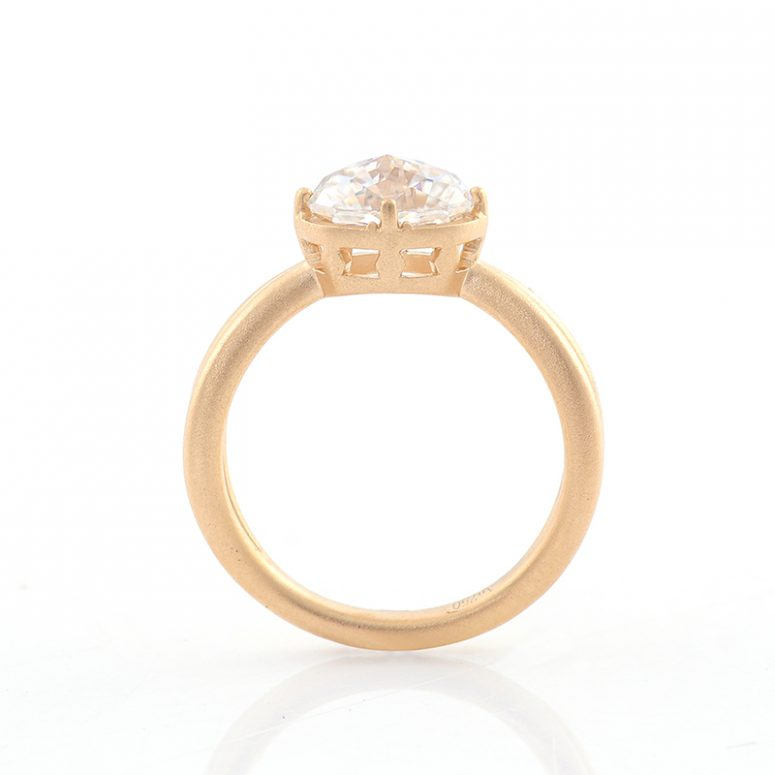 1.5ct Jubilee Yellow Oval Moissanie Crossover Band Ring
