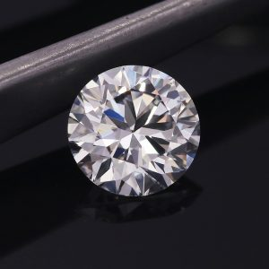 The Differences Between Cultivated Diamond & Moissanite